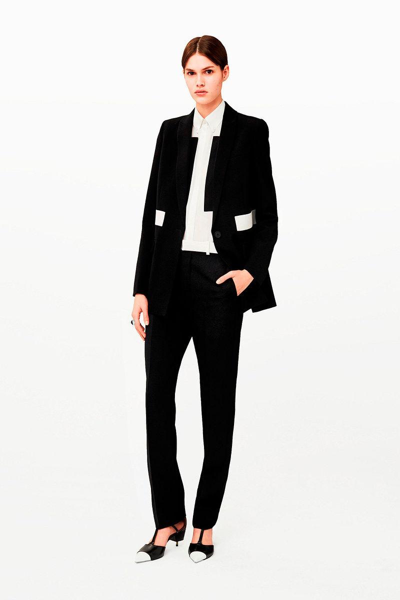 7818164b921 Для Givenchy новая коллекция была создана под руководством Риккардо Тиши