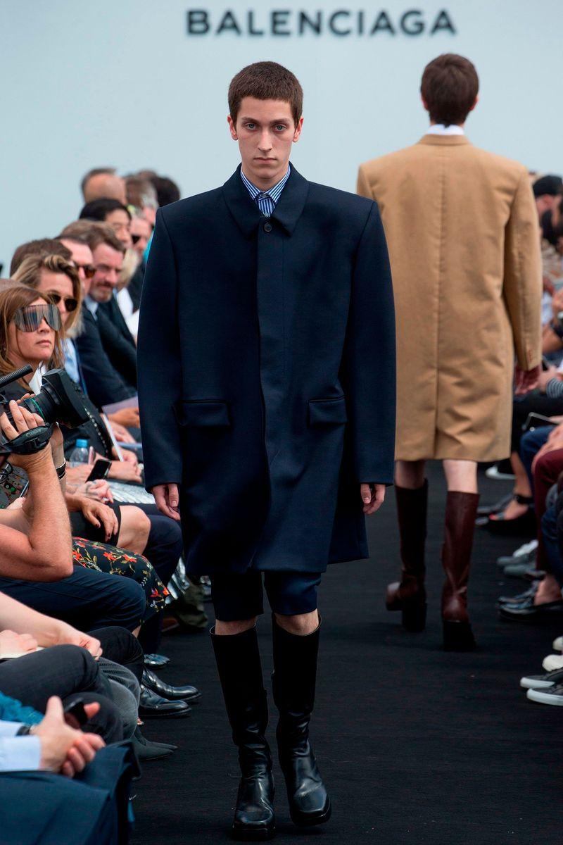 Фото №1: Пальто Balenciaga их коллекции Весна-лето 2017