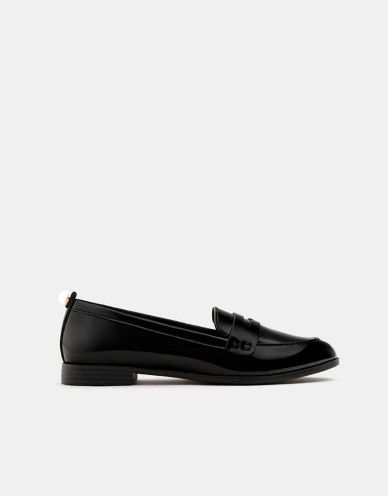 Фото №1: Туфли от Pull&Bear из коллекции Resort 2018