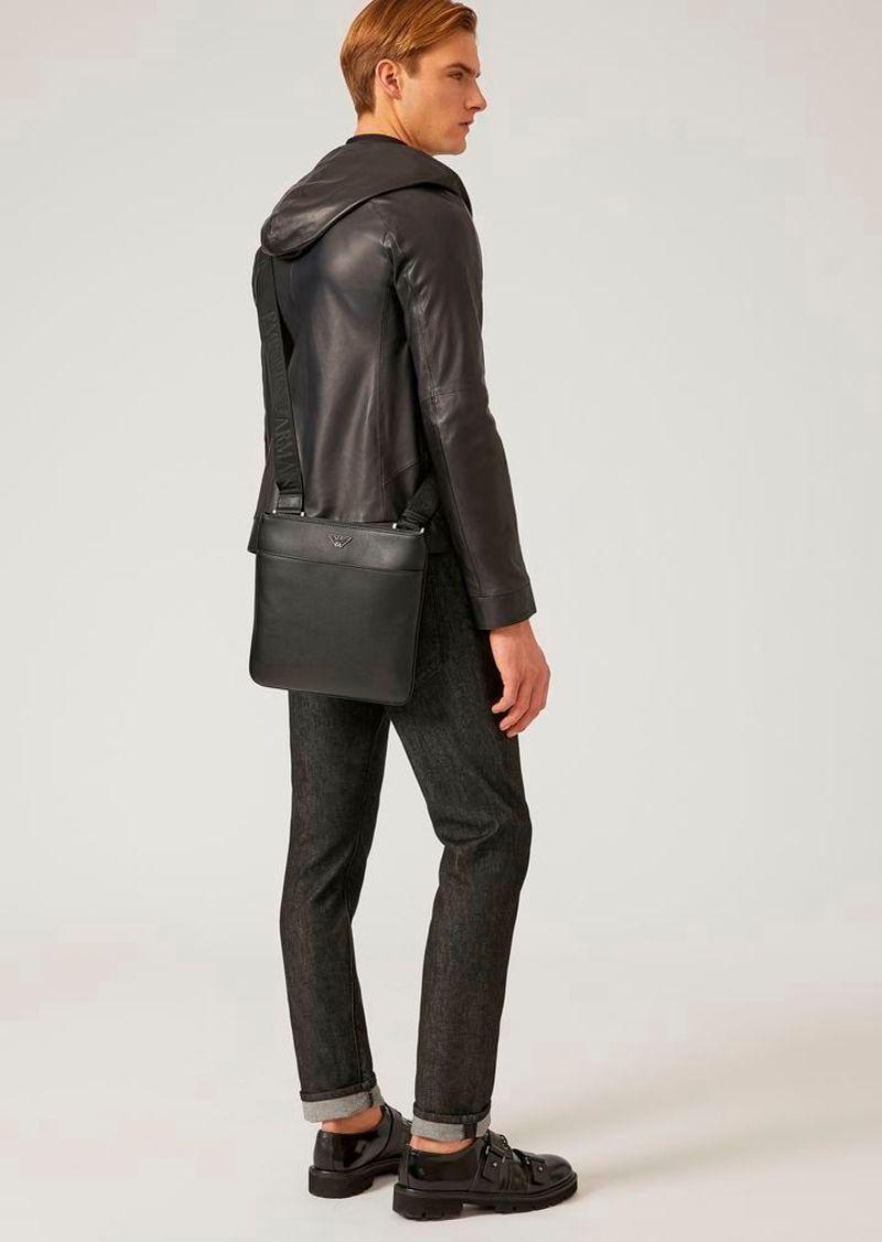 Фото №2: Сумка от Emporio Armani из коллекции мужских сумок
