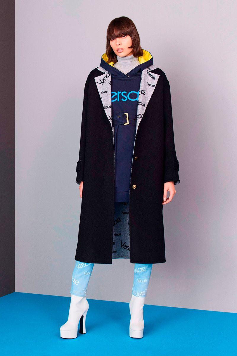 898ea5227aab Новая Коллекция Женская одежда Pre-Fall 2018 Versace, каталог фотографий  Versace Осень-Зима 2018 19