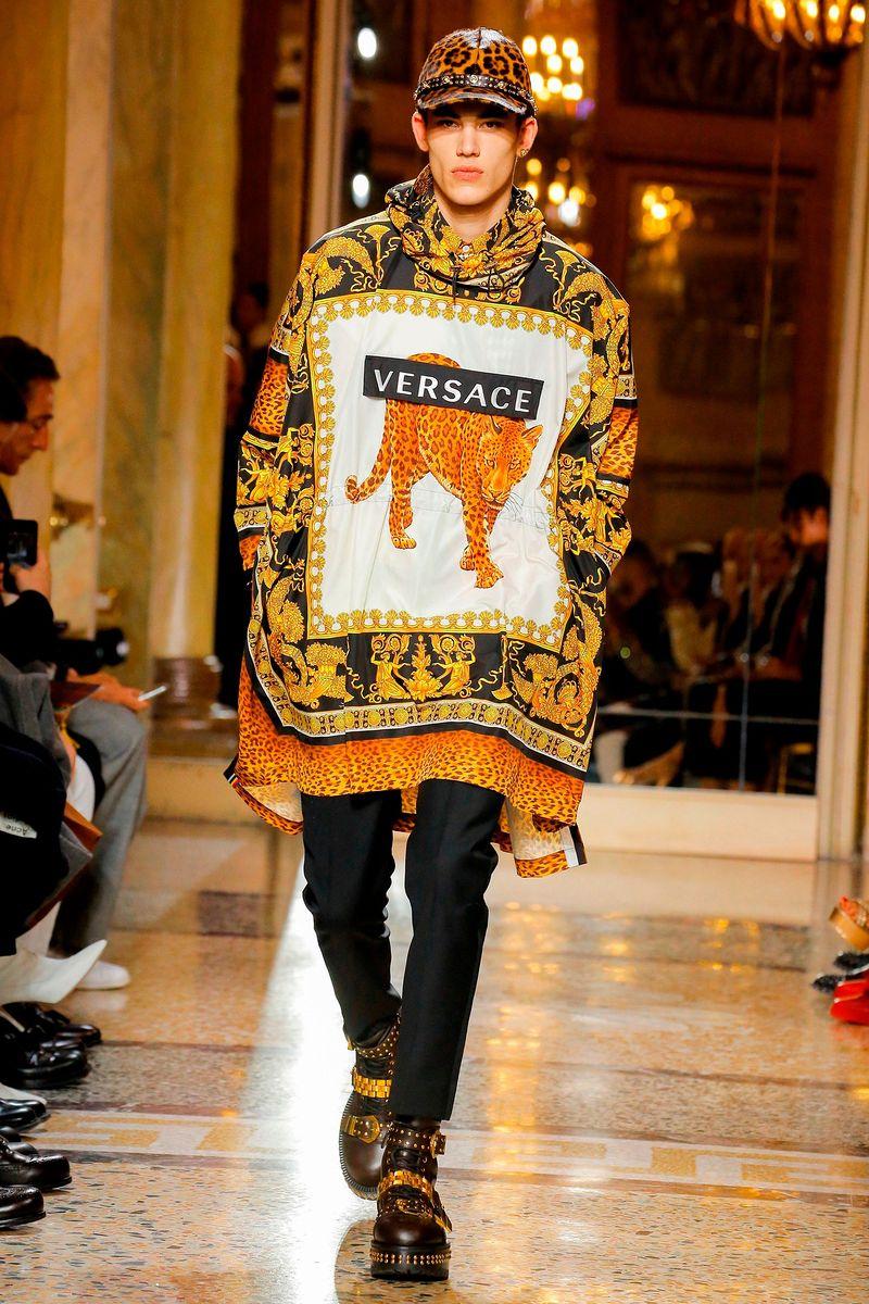 43c8a2903f4 img617713  img617714  img617715. Модные критики и почитатели марки Versace  с нетерпением ожидали показа мужской одежды ...