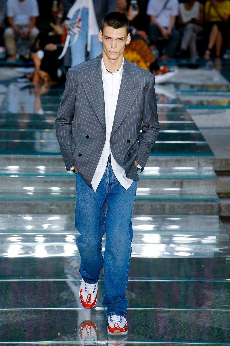 20e33a87b963 Коллекция Мужская одежда  куртки, джинсы, рубашки, костюмы Spring 2019  Versace Весна-Лето 2019
