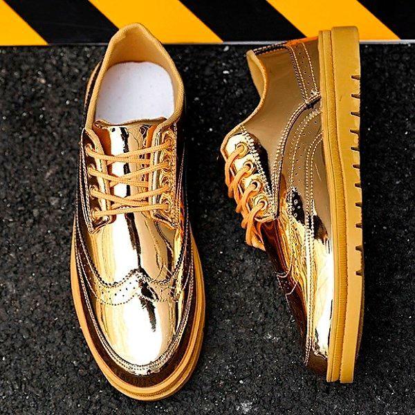 Золотая мужская обувь.