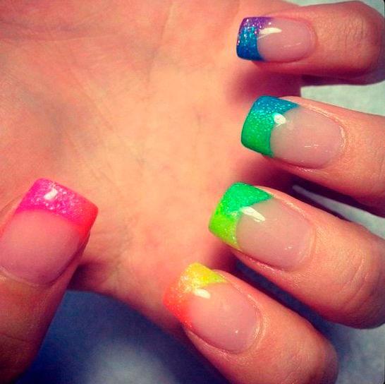 Нарощенные ногти френч разноцветный