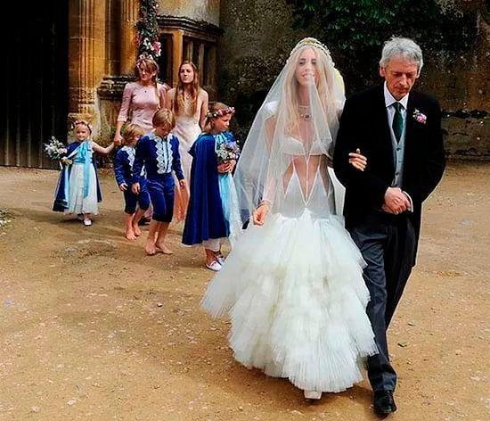 Фото №12: Плохой вкус можно показать и при выборе свадебного платья