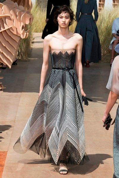 Фото №6: Необычные длинные платья: фото коллекции Dior