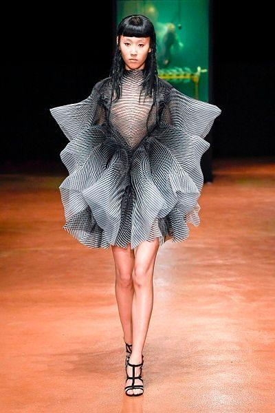 Фото №10: Необычные фасоны платьев: фото
