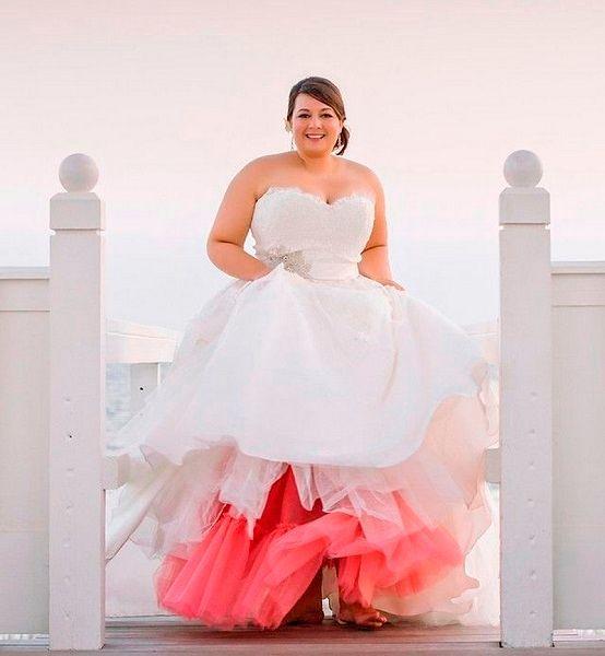 Фото №19: Оригинальный свадебный наряд для полных