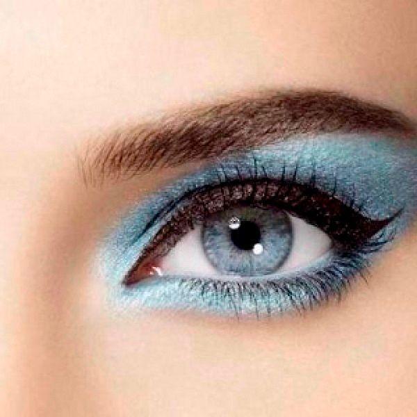Фото №8: Серебристо-синий макияж глаз