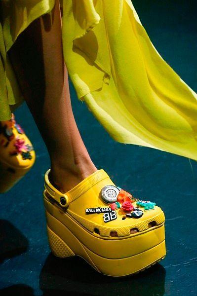 Фото №8: Резиновые туфли на платформе Balenciaga