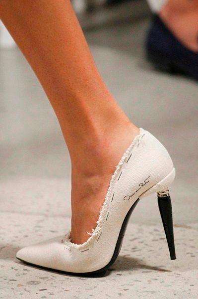 Фото №18: Стильные туфли с оригинальным каблуком от Oscar de la Renta