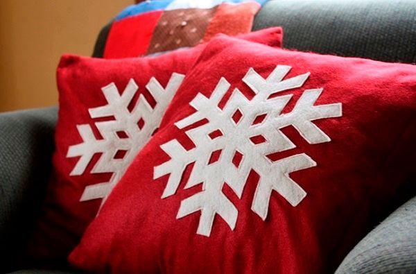 Фото №10: Подушки с новогодней символикой