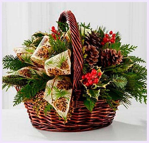 Фото №14: Новогодние композиции из елок и шишек