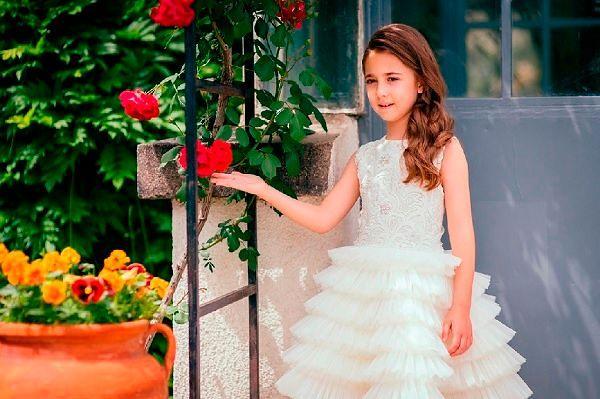 Фото №8: Праздничные модели из весенне-летних коллекций