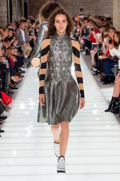 Фото №9: Модели для девушек от дизайнеров Louis Vuitton
