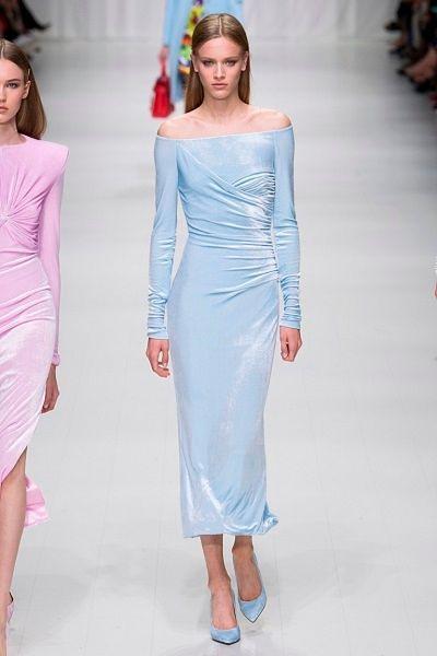 Фото №10: Модели из весенне-летней коллекции Versace