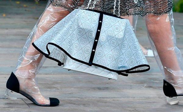 Фото №1: Модные сумки 2018: фото с показа весенне-летней коллекции Chanel