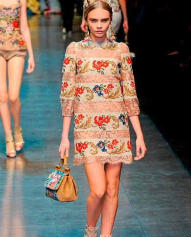 Фото №6: С чем носить платья из гобелена, фото