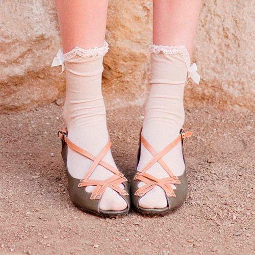 Фото №12: Как модно носить женские носки 2018 с сандалиями, фото