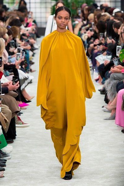 Фото №4: Модные платья на Новый год 2019: фото модели из коллекции Valentino