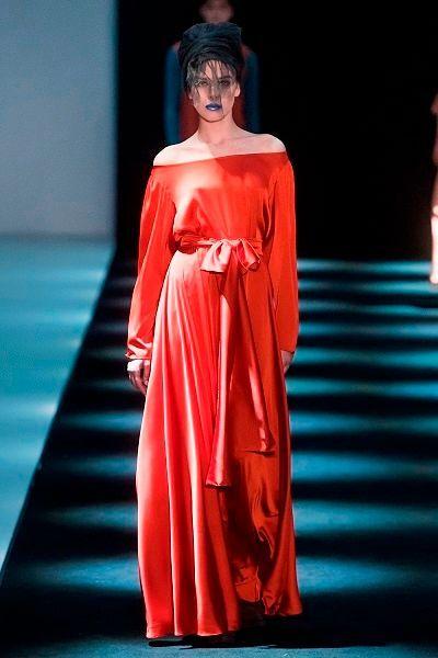 Фото №23: Платья с открытыми плечами в тренде этой зимой