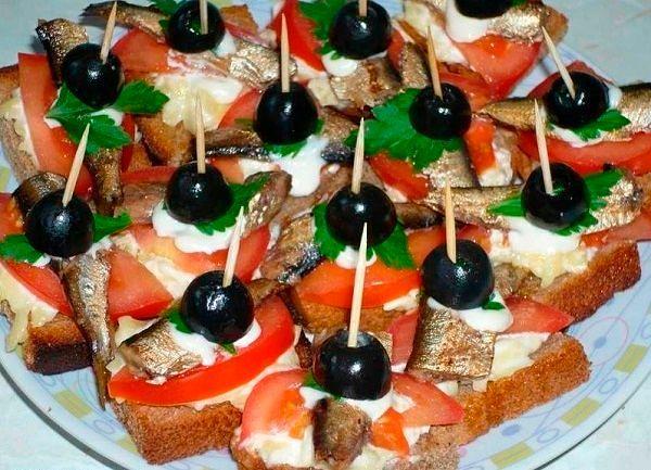 Фото №15: Бутерброды со шпротами - вкусная и бюджетная закуска