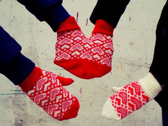 Фото №14: Парные варежки для влюбленных.