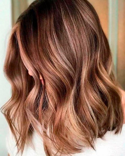 Фото №23: Модный цвет волос 2020 на средние волосы.