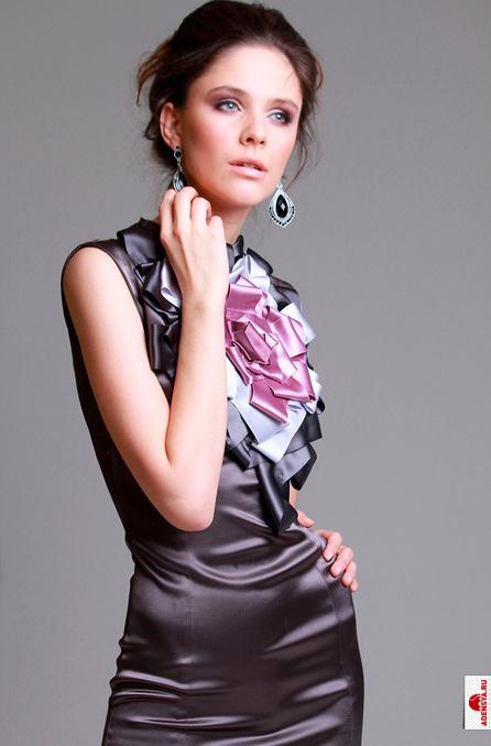 Мода и стиль.  Футляром называют узкое платье длиной до колена.