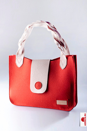 ...недавно основала собственный бренд стильных аксессуаров и домашней обуви - Feltimo.