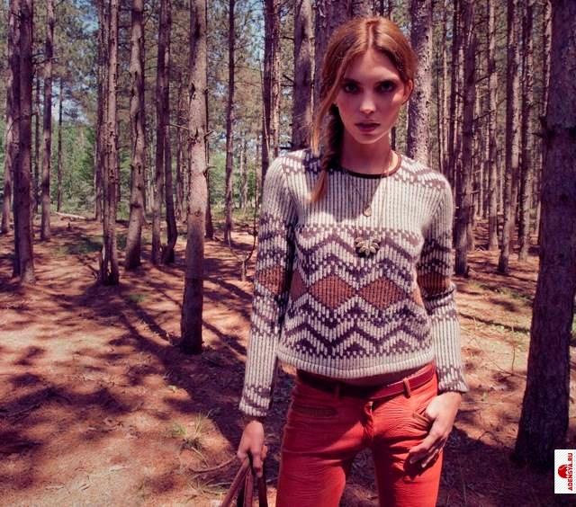 фото и описание вязаных женских молодежных свитеров.