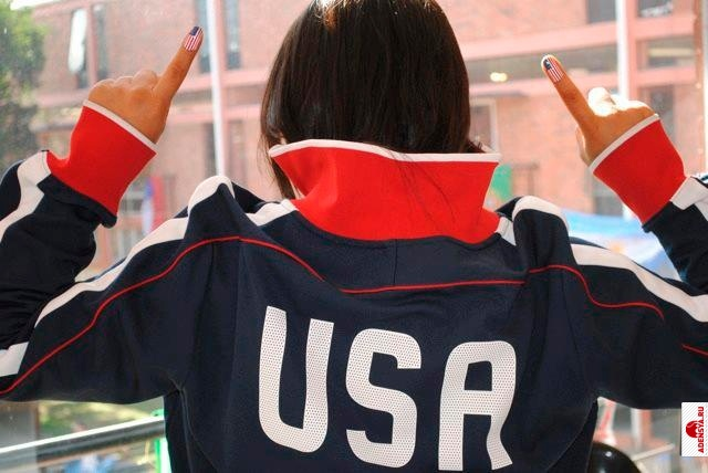Американка патриотка с флагом сша